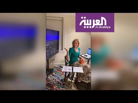 العرب اليوم - شاهد: مذيعة مباشرة على الهواء من غرفة النوم