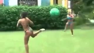 Женский футбол прикольно