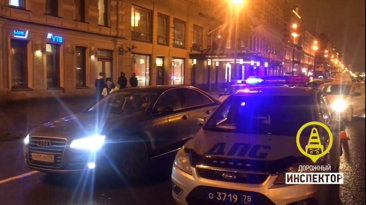 Смертельное ДТП в Санкт-Петербурге: водитель сбил людей на тротуаре