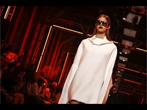 , title : 'DKNY   Spring Summer 2017 Full Fashion Show   Exclusive'