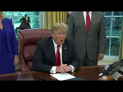 US - Trump signs executive order to end family separations at border