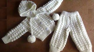Смотреть онлайн Урок вязания спицами костюма для новорожденных