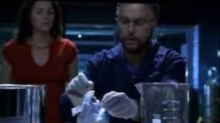 Grissom fabrique un fumigène (VO)