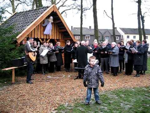 Optreden Oellandkoor bij kerststal