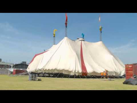 2015 Erecting the Big Top in Sydney - ABC 702 / Corey Hague
