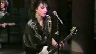 Joan Jett singing Roadrunner on David Letterman