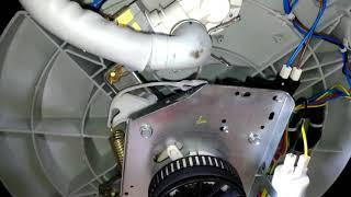 Por baixo da Brastemp Double Wash 15 kg - BWD15