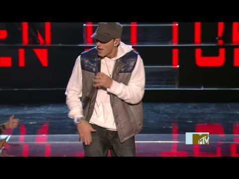 2009 - Eminem - We Made You & Crack A Bottle [Live MTV Movie Awards] 05.31