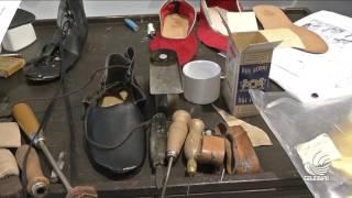 Le scarpe di San Nicola: ecco come prendono vita le calzature indossate dai figuranti
