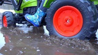 BaBy застрял в ГРЯЗИ.FUNNY BABY Big Truck stuck in the mud.Ride On POWER WHEEL