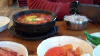 preview picture of video 'How to eat in South Korea...'