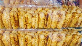 Chuối nếp nướng và chè 6 loại hơn 30 năm trên vỉa hè hút khách bởi nước cốt dừa cực ngon