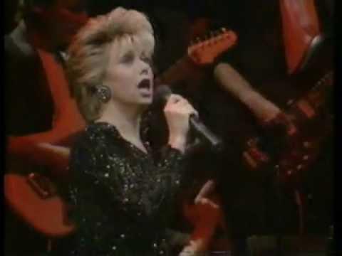 Elaine Paige - Tomorrow (Live)