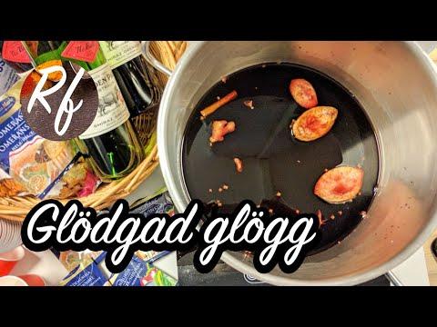 Tänd eld på glöggen och glödga glöggen. Man eldar över sockret så smälter sockret ner i glöggen och den får en god karamellig smak. Festligt när det är mörkt. >