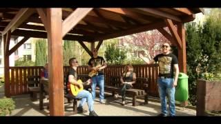 Milan Dančo- S Bratry a s Maminkou ( oficiální videoklip )2015-V zahradočke