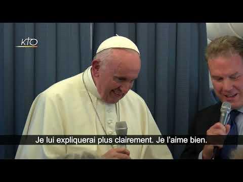 Conférence de presse du Pape François dans l'avion de retour de Dublin