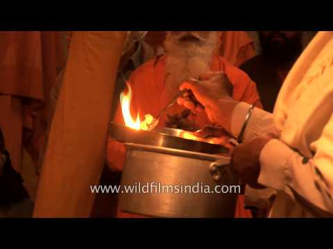Ever Seen Sikh Men Worship With Fire And Do Puja-arati In A Gurudwara? Mp3