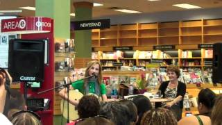 """Chely Wright """"Shut Up and Drive"""" @ Borders San Diego"""