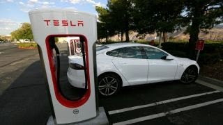 Tesla shares should be well below $300: Investment strategist