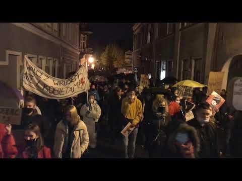 Wideo1: Wielka blokada miasta wyruszyła z Rynku w Lesznie (30.10.2020)