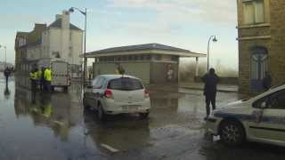 preview picture of video 'Grande marée Saint-Malo, cale de la Piperie, 4 mars 2014'