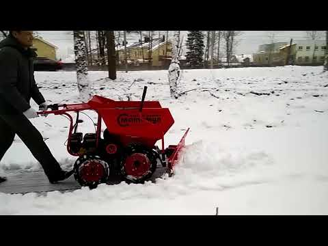 Snow plough in the work