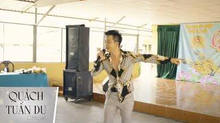 Quách Tuấn Du hát trong trại giam giao lưu với phạm nhân động viên cải tạo tốt