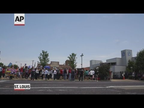 A judge is considering whether to force doctors from Missouri's only abortion clinic to testify in a legal fight over the its license, while anti-abortion protesters demonstrate outside the facility. (June 4)