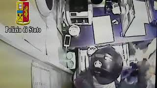 rapina-la-sala-bingo-poi-fugge-sulla-motonave