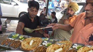 Special Amritsari Naan / Makkhan Wala Kulcha @ 30 rs - Street Food Amritsar Bus Stand