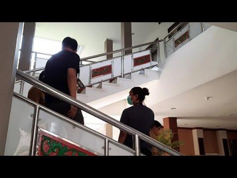 VIDEO: KPK Geledah Kantor Bupati Kuansing