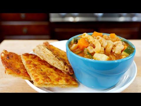 Sopa de Fideo con Pollo y Papas con Chipotle