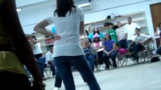 preview picture of video 'Maestra vs Emma el bailarin'