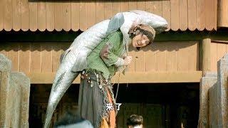 村里来了个奇怪女孩,每天都背着百斤的咸鱼,最终被发现背后秘密