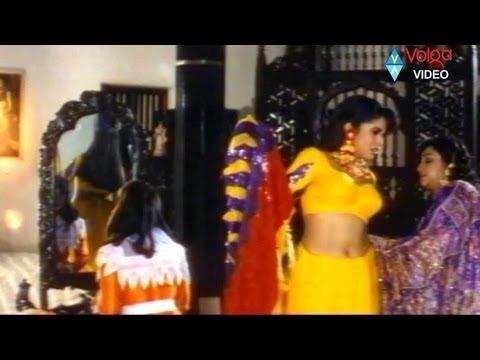 Ramya krishna feel uneasy wearing saree..Allu Ramalingaiah Comedy