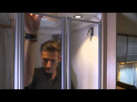 Caravaning K2 - McRent Madrid: Cuarto de aseo y WC
