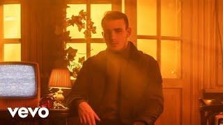 Kadr z teledysku Lights in the Dark tekst piosenki Krystian Ochman
