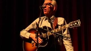A small lecture on Diana Ross and 'I live on a battle field' - Nick Lowe in het Paard van Troje