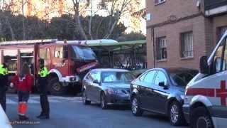 preview picture of video 'Grave accidente de autobús contra un camión de bomberos en #Móstoles'