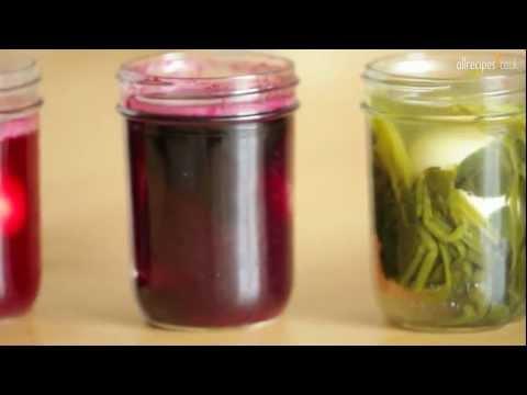 Βάψτε τα πασχαλινά αυγά ροζ ή κόκκινα χρησιμοποιώντας παντζάρια