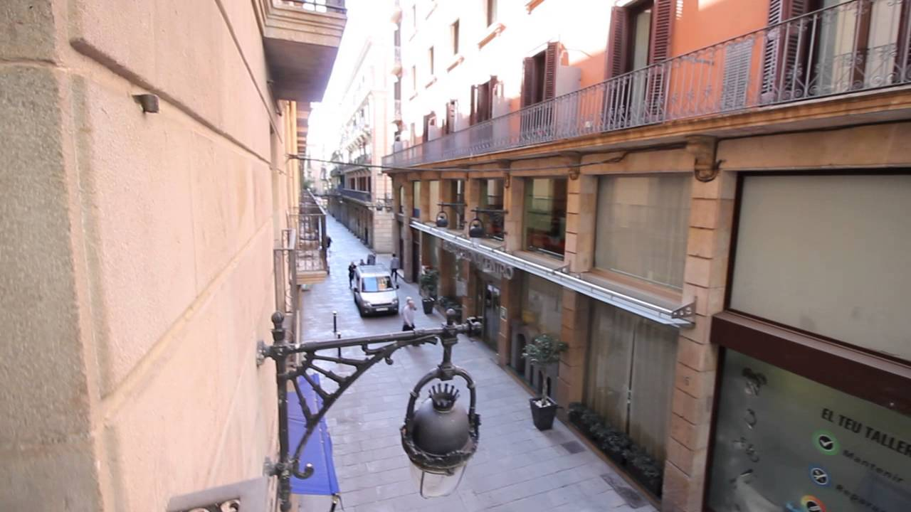 Fully renovated 2 bedroom apartment with balcony for rent near Las Ramblas in Barcelona