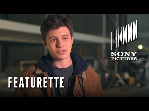 The 5th Wave (Featurette 'Meet Zombie')