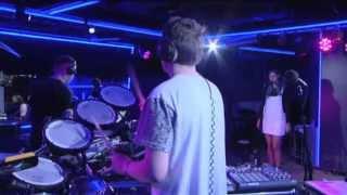 Disclosure - Voices ft Sasha Keable (Live Lounge)