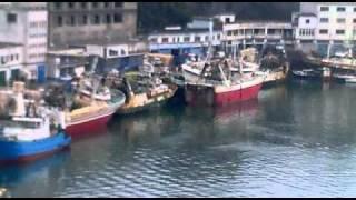 preview picture of video 'barcos escorados en marea baja en el puerto de ondarroa 20032011250'