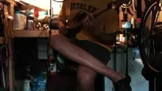 The headless guitarist