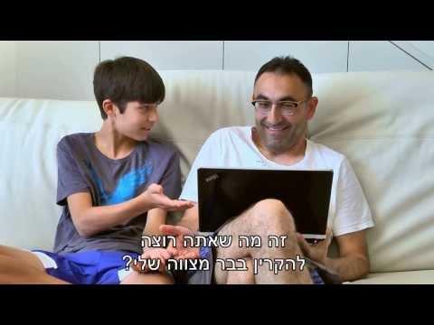 """קטורזה מוכיח לילד שלו שגם מפורסמים אחרים הם """"הורים מביכים"""""""