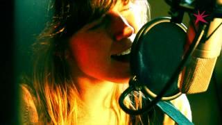 Renée - Dum Dum Dum (Live @ FM Brussel)