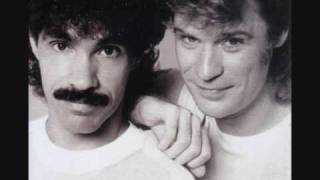 Hall And Oates - Kiss On My List video