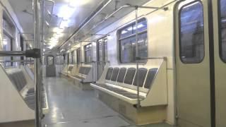 Бакинское метро ранним утром.Bakı metrosu səhər tezdən.