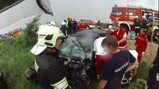 preview picture of video 'Verkehrsunfall mit eingeklemmter Person auf der B17 zwischen Sollenau und Günselsdorf'